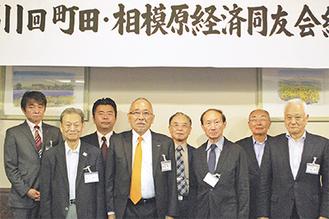 新旧役員のメンバーら(前列中央左が祇園氏)=11日、ラポール千寿閣