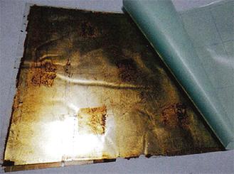 (株)Ducоの『透き通る漆シート』=絣と金屏風を合わせた「和モダン」パターン(同社資料より)