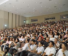 満席の客席