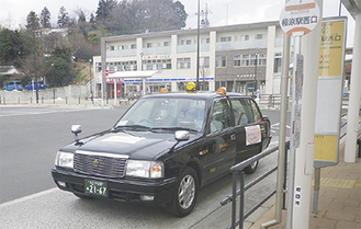 車体には「あいはらシャトル丸山団地号」のステッカーが貼られている=町田市提供