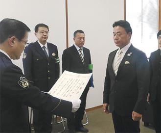 町田警察署で行われた感謝状の贈呈式=提供写真