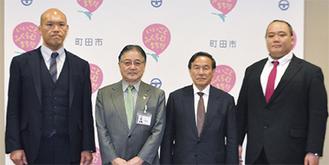 石阪市長(左から2番目)のもとを訪れた式秀親方(左)、平本会長(右中)、小野川親方(右)