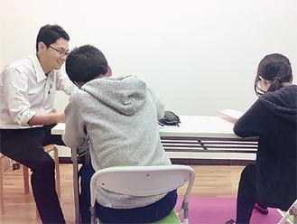 無料塾「鶴川つばめ塾」の授業風景