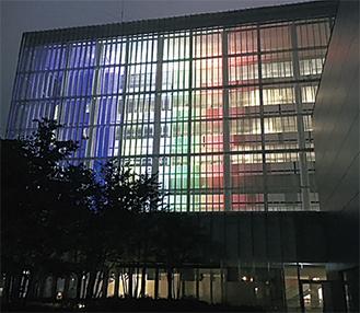 2020東京オリンピック・パラリンピックの気運醸成に向け五輪カラーでライトアップ(写真はいずれも町田市提供)