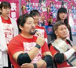 会見に臨む石川修司選手(左)と竹田誠志選手