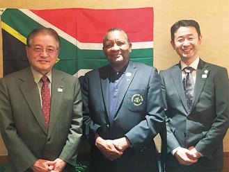 石阪市長、ギデオン会長、木島副市長(左から)