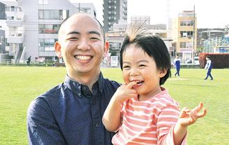 パパに抱っこされ喜ぶ栞桜(しおん)ちゃん