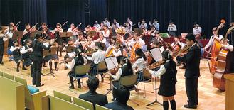 演奏会のトリは3団体で心を一つに合同演奏