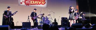 小川高校「今日もお粗末さまでした」の演奏=8月20日