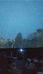金井中の校庭から見た実際の空を投影