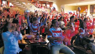 前半20分、田村優選手のペナルティゴールが決まった瞬間、沸く会場