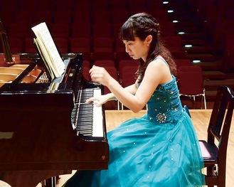 柳生絵美子さんのピアノはエネルギッシュさが魅力