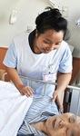 患者を介助するオロリカさん
