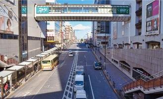 JR町田駅北口の広場から見た原町田大通り(2002年開通)