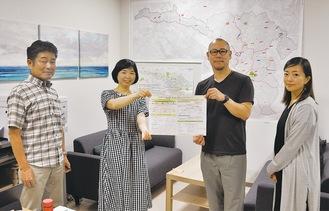 講師の長浜さん(右から2人目)とスタッフ