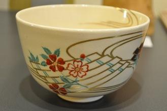 「花筏」が描かれた茶碗