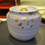 「碧瓷金彩桜紋水指」