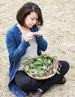 作品の素材は畑で種から育てる