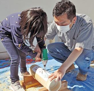小1の児童も父親に手伝ってもらい制作