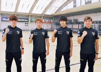 ポーズをとる日本代表候補メンバーの4人