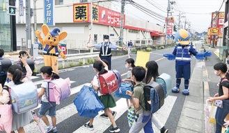 市内の通学路における交通安全に協力(C)FCMZ