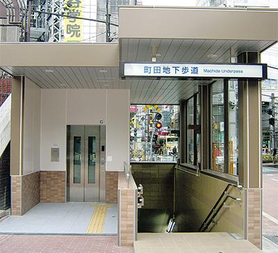 踏切横断にエレベーター