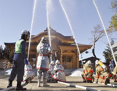 菅原神社に水のカーテン