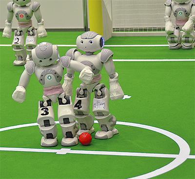 英知を集めたロボット大会