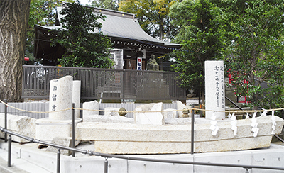 鳥居の記念碑を整備