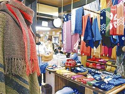 染めと織りとアート展示