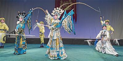 学生による京劇発表会