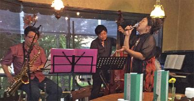 カフェで落語とジャズ