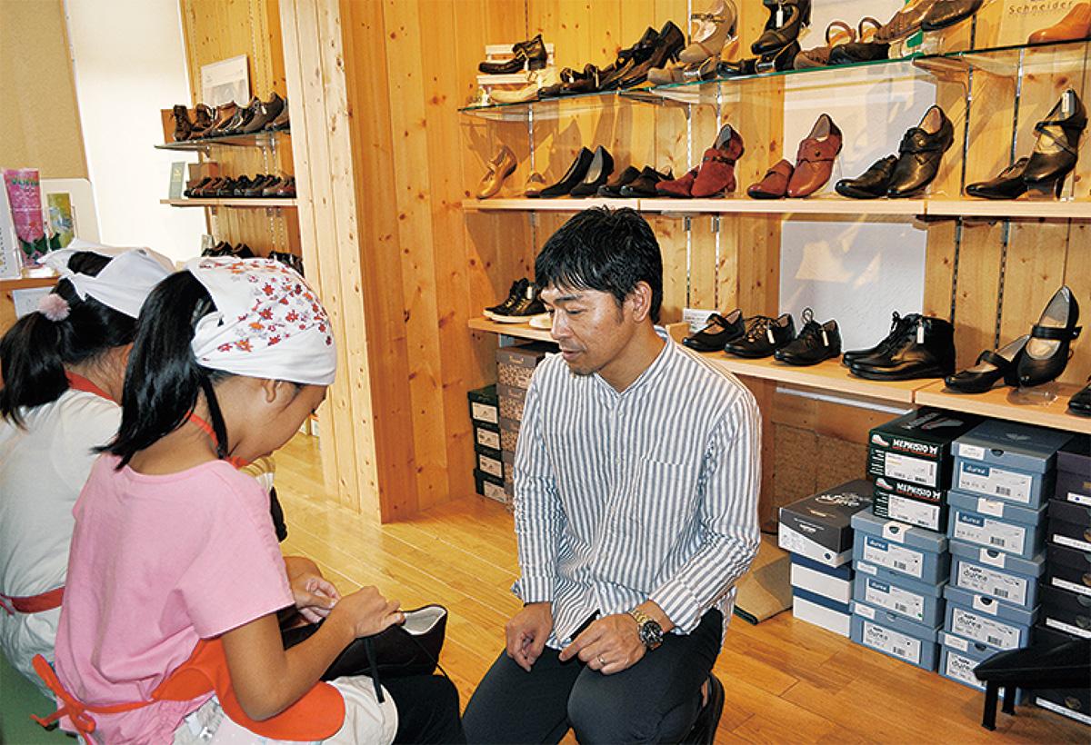 靴屋さんでお店体験