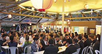 関係者約170人を集め「高尾山ビアマウント」で行われた懇談会=6月12日撮影