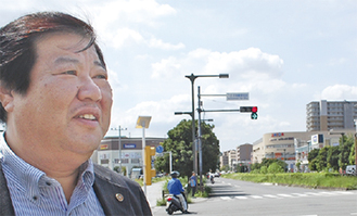 「みなみ野駅」周辺を見渡す塚本さん