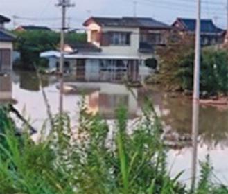 小貝川大和橋の水没状況(医療センター提供)