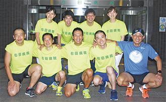 駅伝部のメンバー。前列中央が部長の埴原さん、前列右から1人目が右田理事長