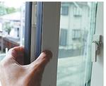 厚みのある「トリプルガラス」の窓
