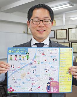 マップを持つ山本会長