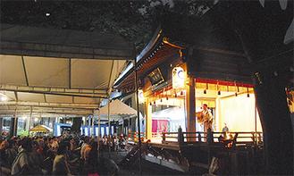 悪天候の中、子安神社で行われた薪能の様子