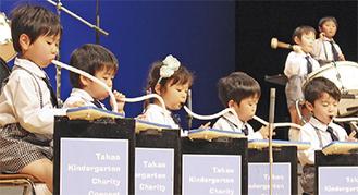 練習の成果を披露する園児たち