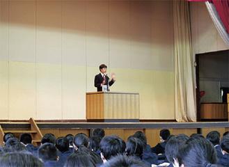 受賞を受けての学校での発表会の様子