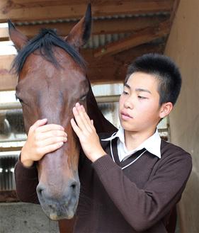愛馬と「対話」する瀬川さん