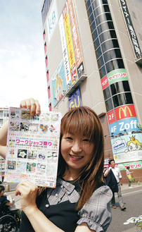 バルーンアーティストの辻田さん。イベントはキャンドル作りや似顔絵スタンプ、ハンドクリーム作りなど各種のブースが出店。辻田さんのバルーン作りブースもある
