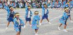 ソーラン節に合わせて踊る子どもたち