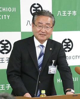 会見を行う石森孝志市長