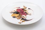 イタリアン、フレンチと和を融合させた料理などを楽しむことができる同店(写真は黒毛牛フィレ肉を使った料理)