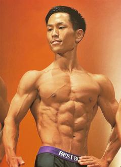 昨年、全国大会に出場し「自慢の筋肉」を披露した福泉さん