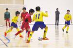 黄色と青色のユニフォームが石巻FC。5日、親善試合に臨んだときの様子