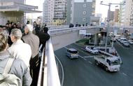 歩道橋にエレベーター